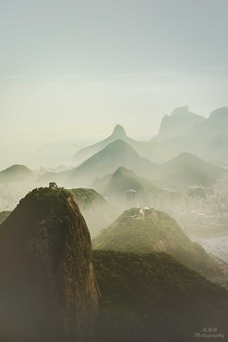 misty city colors cityscape photography travel riodejaneiro visitrio visitbrazil architecture brazil tourism traveltourism traveldestination nature placetovisit sugarloaf trees sunset tram view vista mountains fog clouds beach ocean sky mariamanuelaphotography