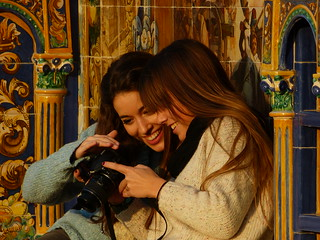 Two girls, checking pictures of themselves. Plaza de Espana, Sevilla | by e³°°°