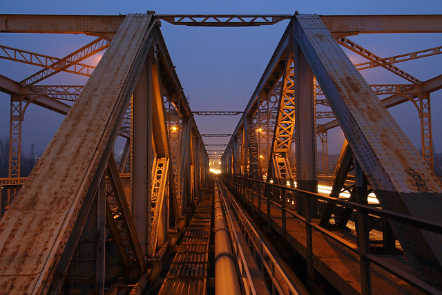 Budapest - Gubacsi bridge at night 3