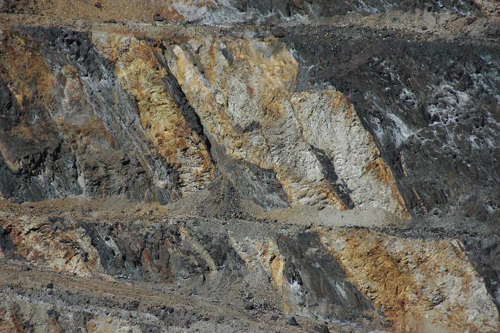 Rhyolite dikes (Tertiary) in Homestake Formation metamorphic rocks (Paleoproterozoic, 1.9-2.0 Ga) (Homestake Mine, Black Hills, South Dakota, USA) 14