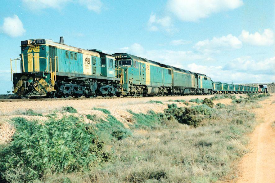 863 DL44 CL10 GM46 1124 Hustler Shunt Stirling North 14 08 1993 by Daven Walters
