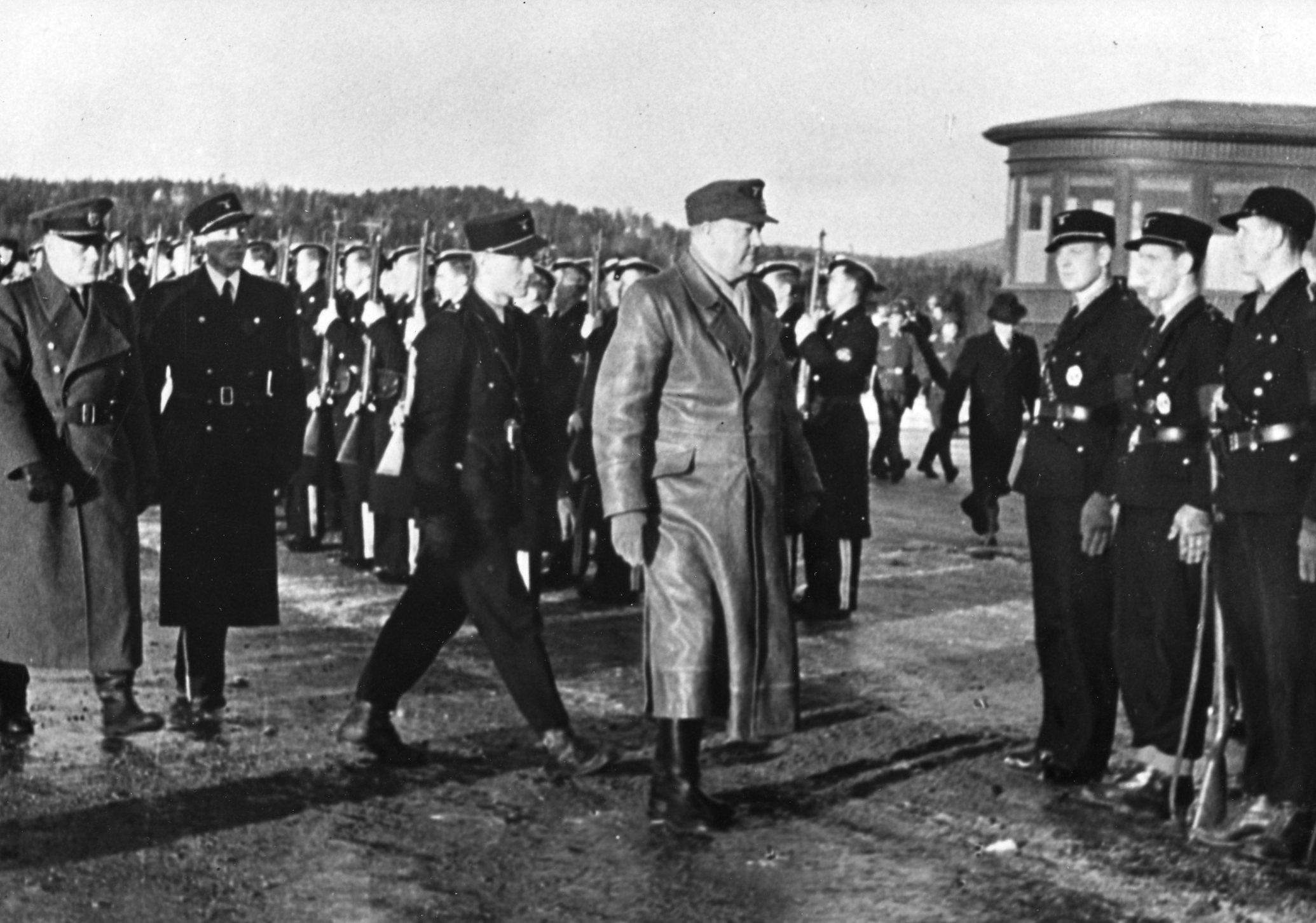 Quisling til Fornebo etter besøk hos Hitler.