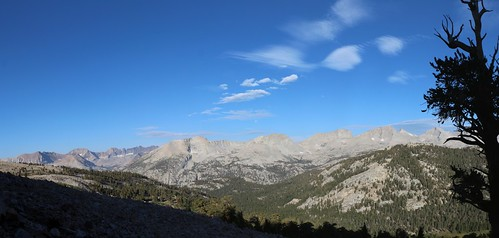 0946 Panorama west into Sequoia Park, with the Kaweah's on the left and Kern Ridge, center, from the JMT   by _JFR_