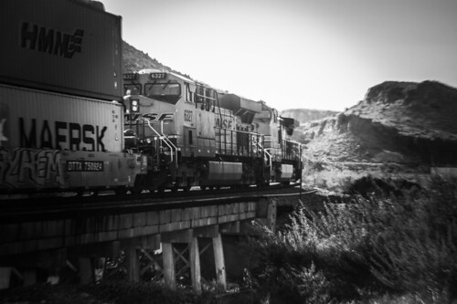 kingmancanyon arizona seligmansub bnsf blackwhite westbound locomotive landscape train