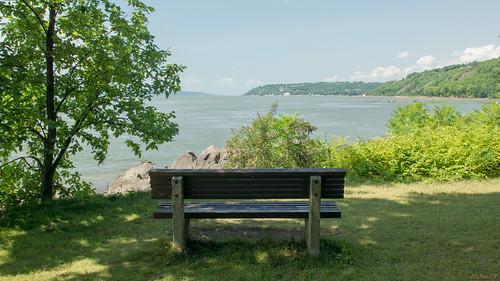québec canada ca plagejacquescartier pq sillery relaxation bancparc sony banc au parc de la plage jacques cartier bench beach park