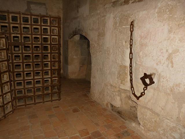 Mazmorra en el castillo de Loches (Ruta de castillos del Loira en Francia)