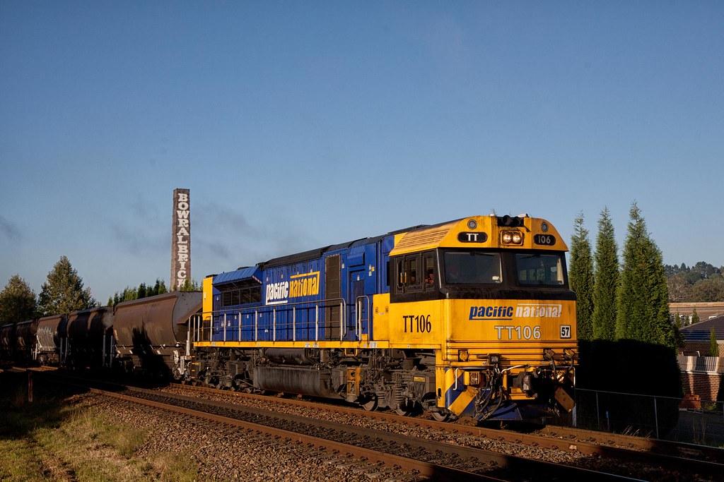 TT106 Passing Bowral by Trent