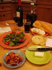 火, 2013-02-26 19:16 - サラダ、チーズ、ポテチ、フモス、パン、ワイン、チーズ