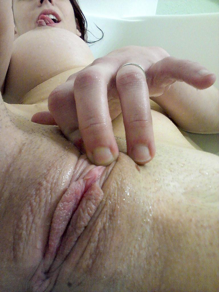 Wet Pussy Masturbates For Webcamcsm