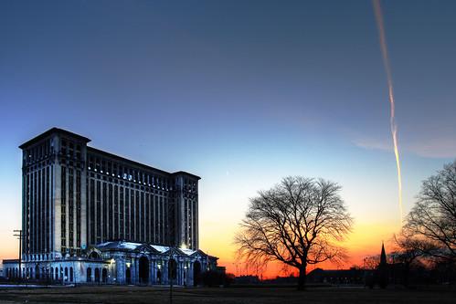sunset contrail michigan detroit trainstation mcs motown corktown motorcity rooseveltpark michigancentralstation mikekline michaelkline notkalvin notkalvinphotography