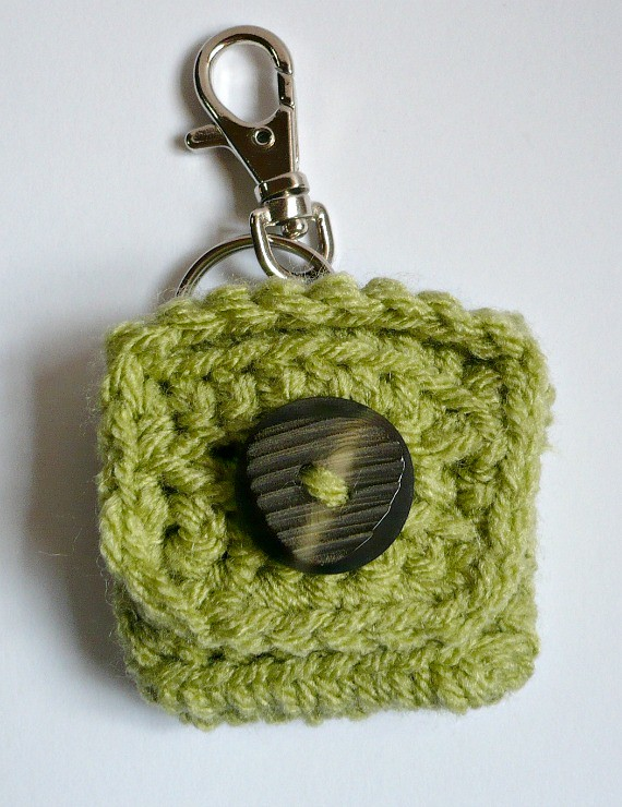 74ab1bf62 ... FREE PATTERN - Small Square Coin Purse with key ring and clasp   by  Melbangel acct