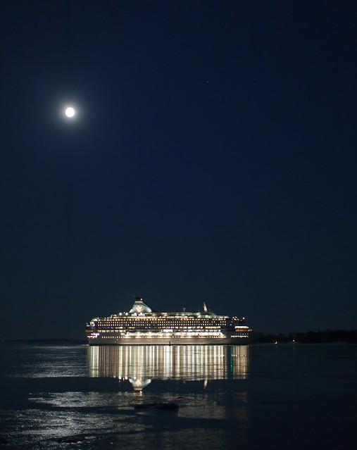 Moonshine cruise