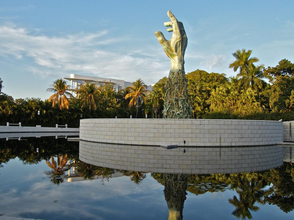 Как выглядят мемориалы жертвам Холокоста в мире (фото 16)