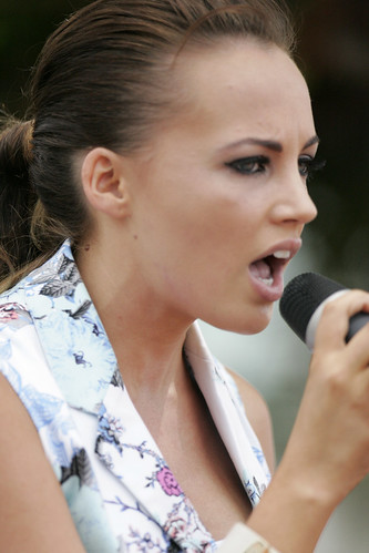 Samantha Jade performs at Bondi Beach | by Music News Australia