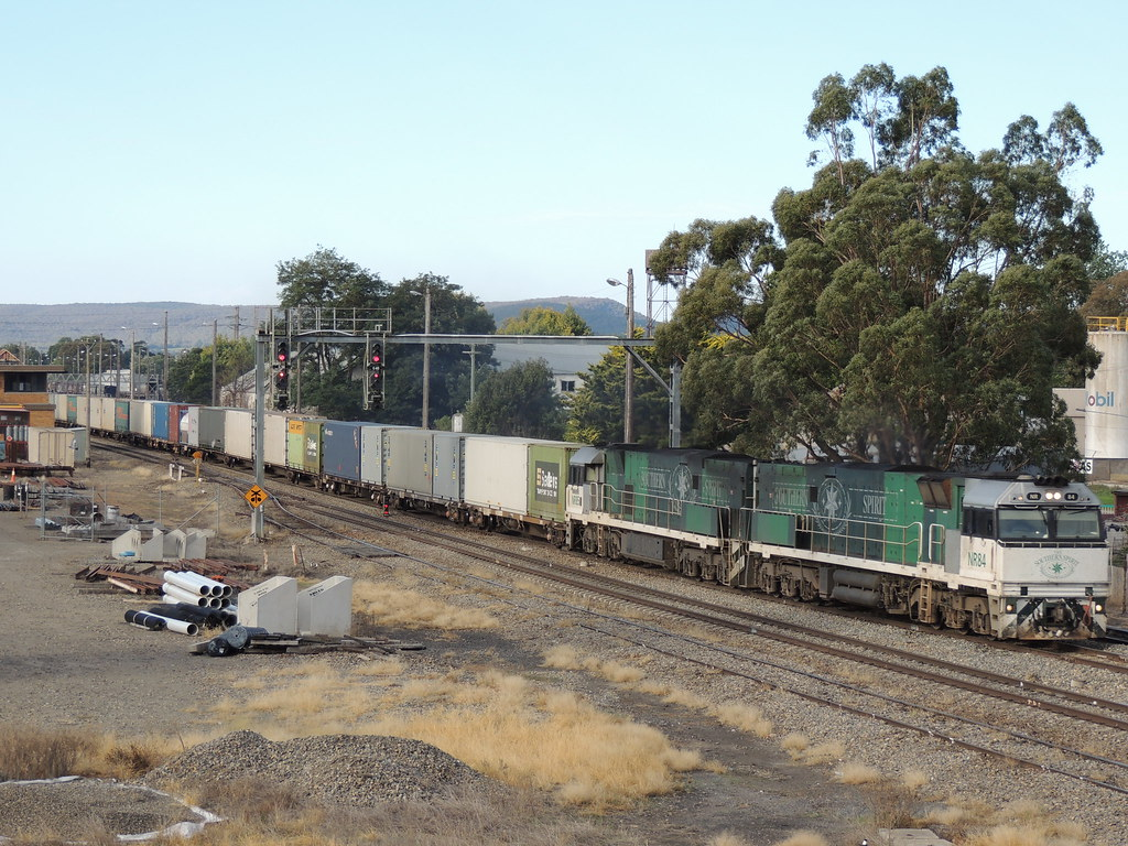 NR84 and NR85 on 7SP5 at Goulburn by Aaron Hazelgrove