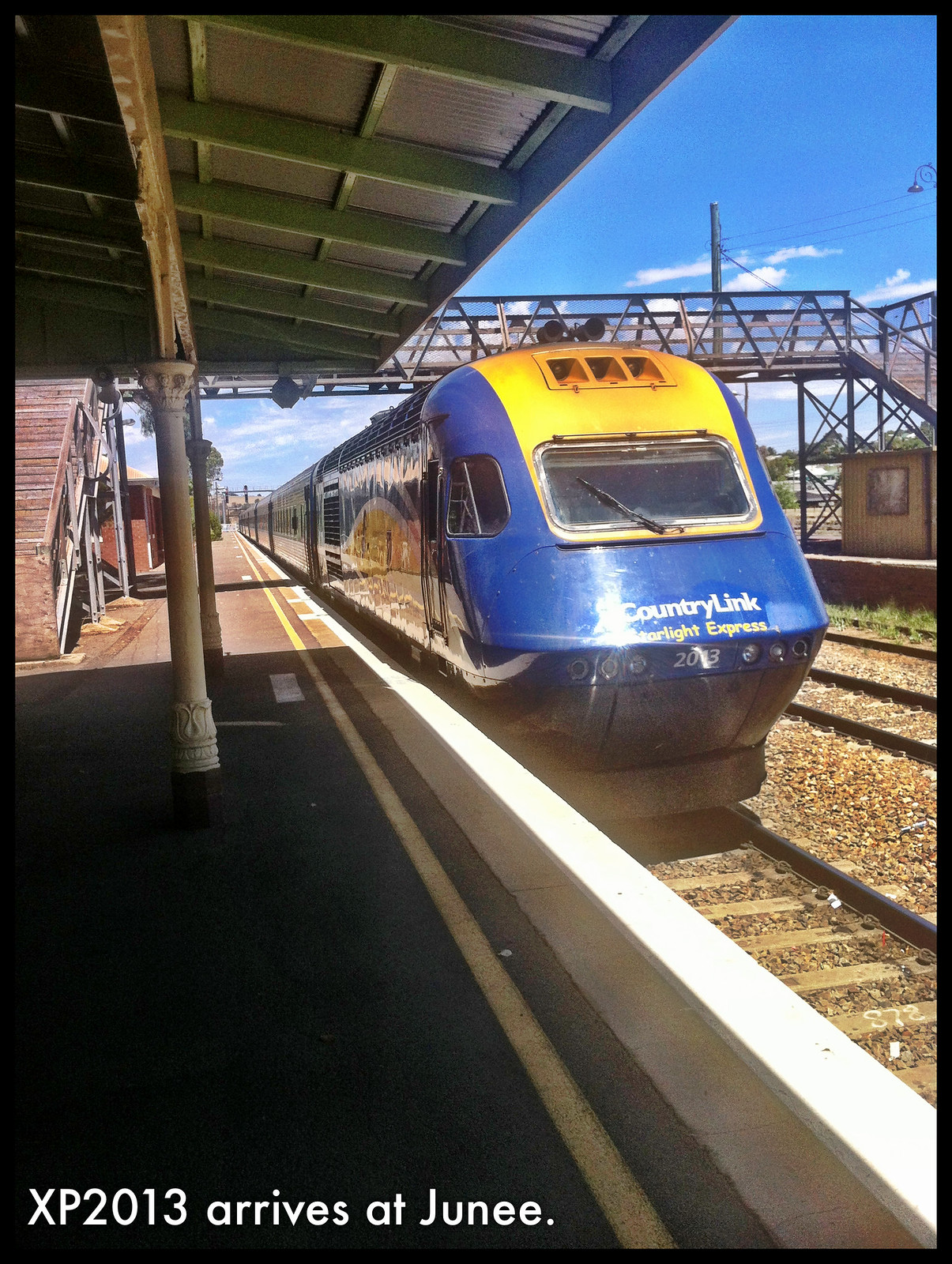 XP2013 arrives at Junee by LC501