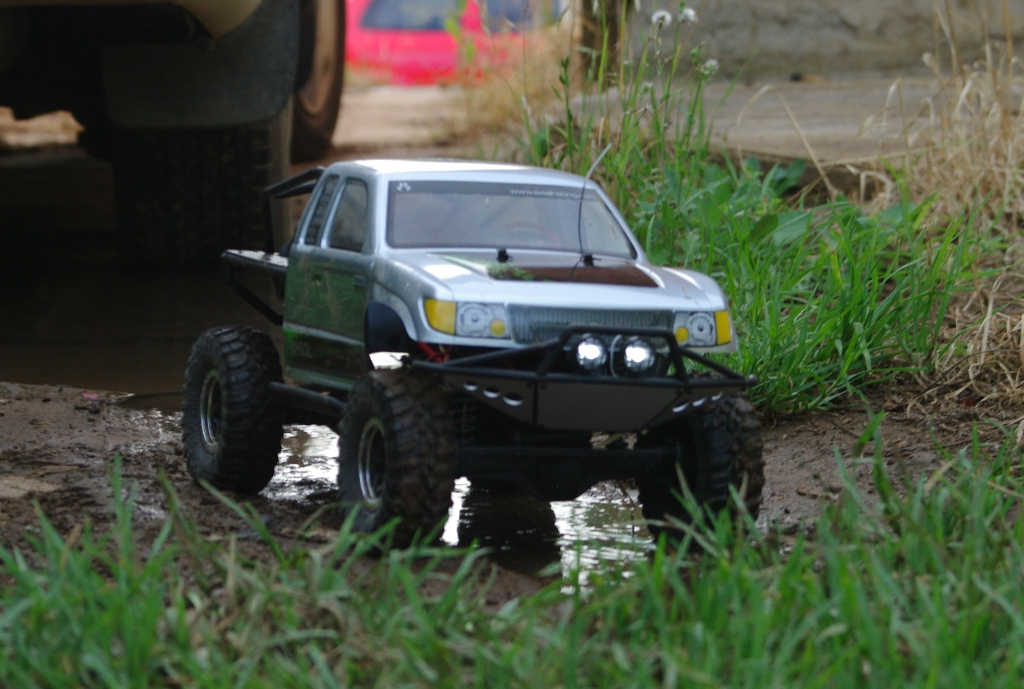 Axial SCX10 Trail Honcho | My new toy in action in the back … | Flickr
