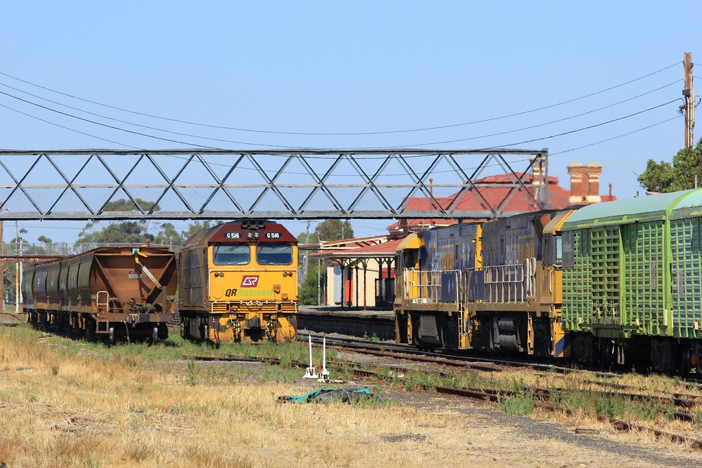 G516 has just been shutdown as NR110 and NR88 arrrive into Dimboola for a crew change by bukk05