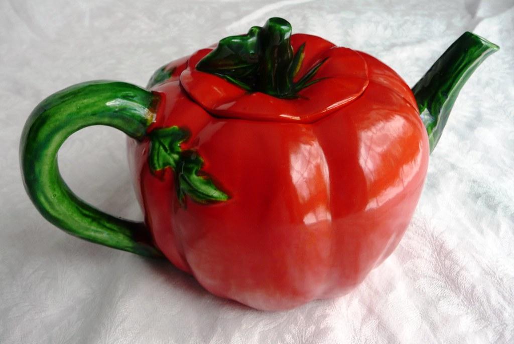 Vintage 1940s Maruhon Ware Tomato Teapot - Vibrant Red Pot