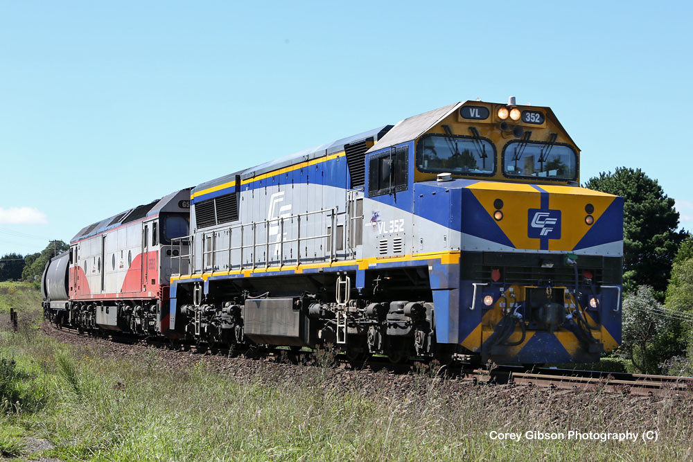 VL352 & G533 at Robertson by Corey Gibson