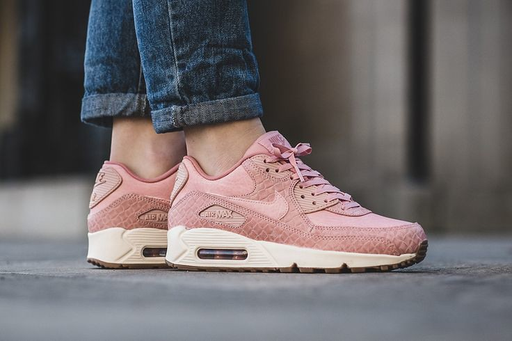 the best attitude 17303 f8fc7 Women's Sneakers : Nike WMNS Air Max 90 Premium
