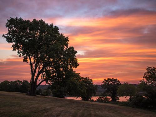 lake jacomo sunrise