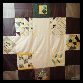 Bee a Modern Swapper bee block quilt top