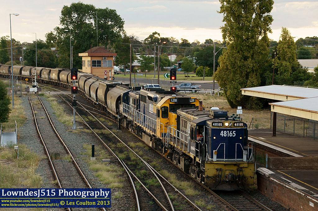 48165, L251 & 48122 at Parkes by LowndesJ515