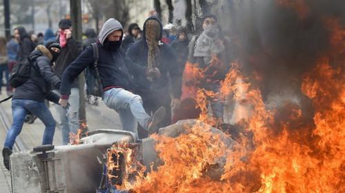 圖05.法國數萬學生舉行大規模示威 上街抗議勞改法案(0316)