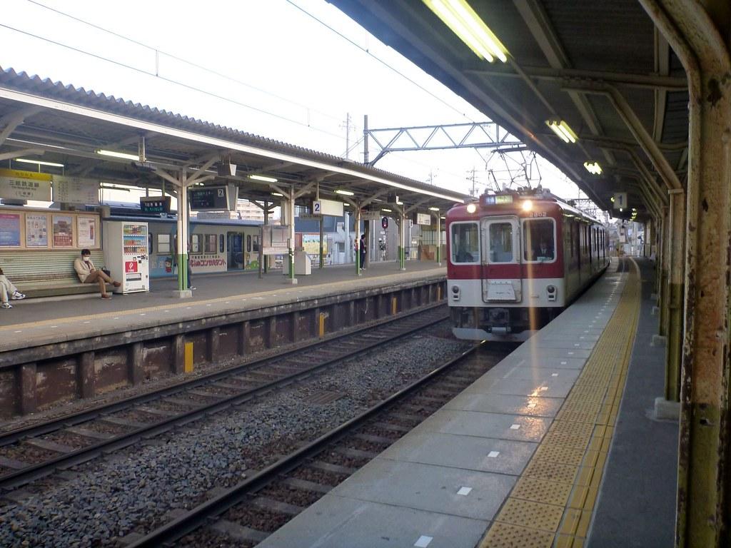 Kintetsu-Yokkaichi Station, Kintetsu