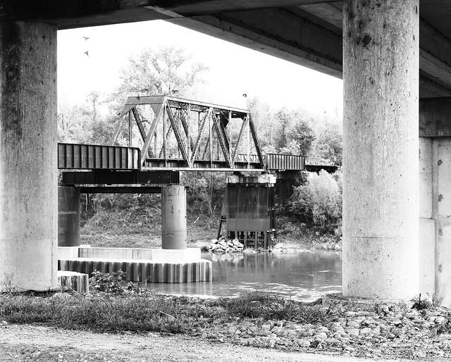Through Truss Railroad Bridge over Trinity River, Through Southbound US 59 1304130949BW
