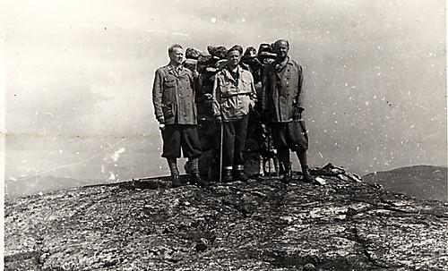 Vidkun og Jørgen Quisling samt ukjent person, 1930-tallet.
