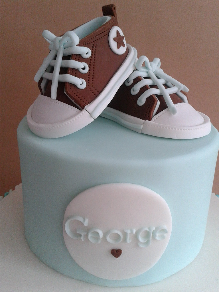 Fondant baby Converse   Made using the wonderful tutorial by