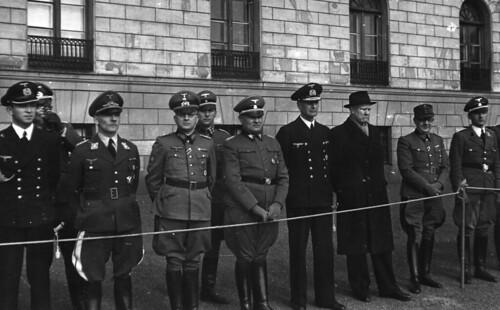 Militærparade foran Slottet.