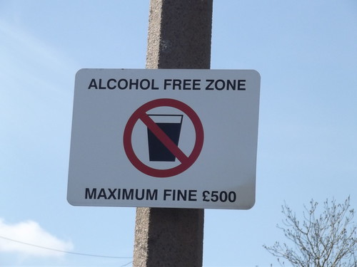 Lickey Hills - Valley Farm Road, Rubery - sign - Alcohol Free Zone | by ell brown