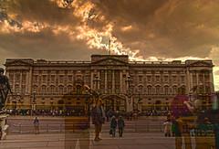 Dead people Walking ( Buckingham palace )