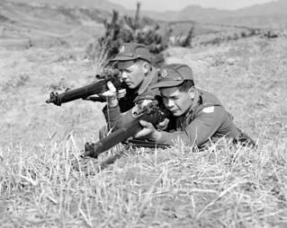 Two snipers in Korea / Deux tireurs d'élite en Corée