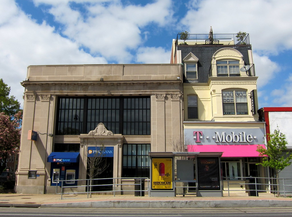 800 & 804 H Street NE | A PNC Bank branch and T-Mobile store