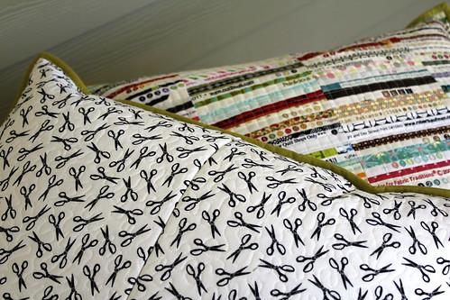 pin quilt machine scissors pillow hidden quilting zipper meander selvage