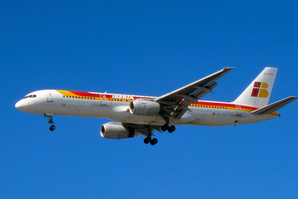 Iberia 757 on short final at LHR in 1996.