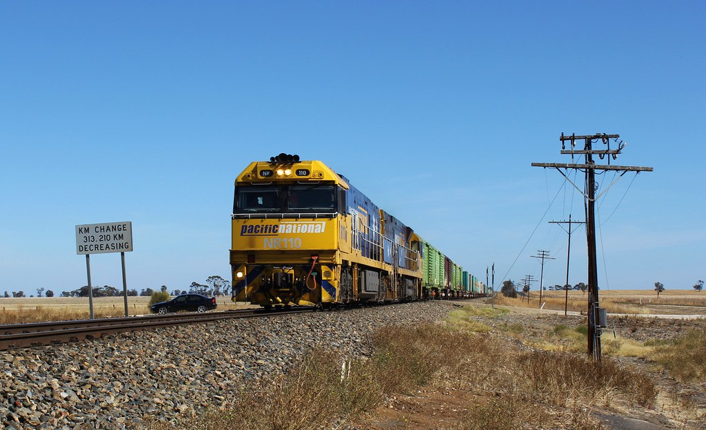 NR110 and NR88 cross the border from South Australia into Victoria on PM5 by bukk05