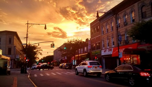 sunset sun sunshine newyork ny road cars clouds orangeclouds orangesky colors cityphotography city buildings buildingcomplex outdoor