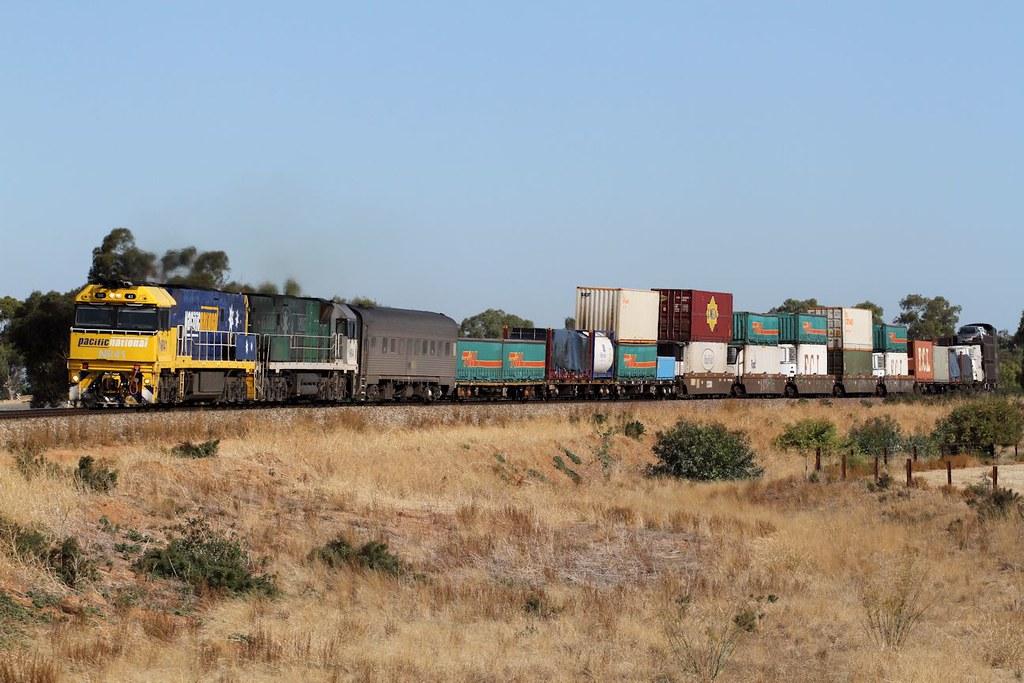 NR41 NR84 5MP5 Gallipoli Road Mallala 05 04 2013 by Daven Walters