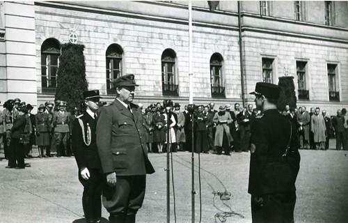 På slottsplassen, 16. og 17. mai 1943.