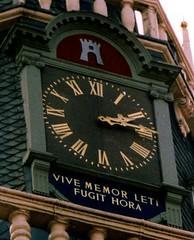 Clock / Uhr