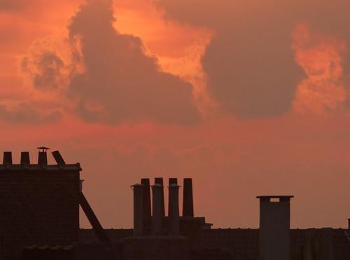 schaerbeek schaarbeek bruxelles brussel brussels belgium belgique belgïe europe pfranche pascalfranche panasonic fz200 hdr dxo flickrelite sunset coucherdesoleil cmouds nuages chimney diagonal diagonale rose orange contrejour