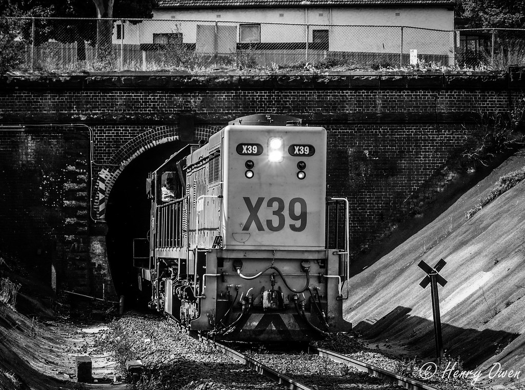 Powering out of Geelong tunnel by Henry Owen