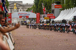 Towards Buckingham Palace   by adambowie