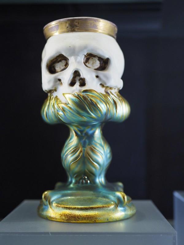 Zsolnay memento mori