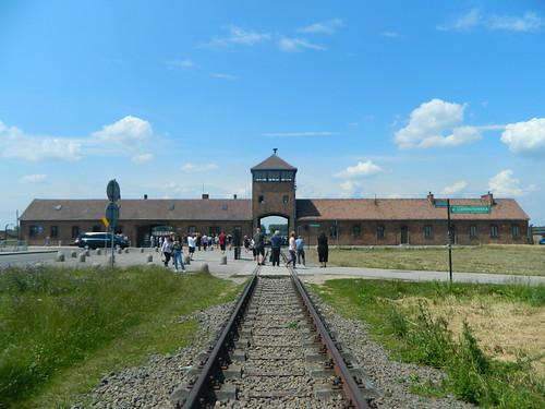 Auschwitz1   by www.rubenholthuijsen.nl